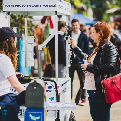 Postmii, a French travel startup places the delivery tricycles in the best touristic attractions