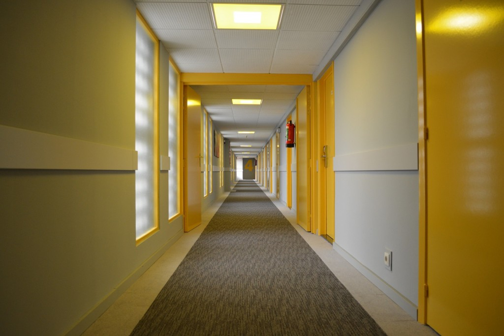 hotel corridor budget hotel