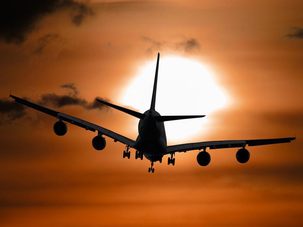 aircraft-1362587_1280