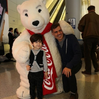 Press release: Dallas Fort Worth International Airport and Coca-Cola® Surprise Travellers with Holiday Cheer