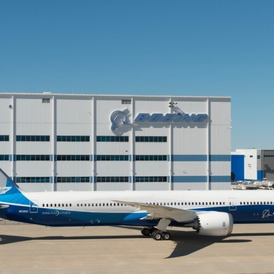 Boeing debuts the 787-10 Dreamliner