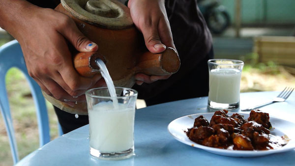 In Kerala, production of 'toddy' , drink made from sap of a certain palm tree, is a big source of income for many. Image source: Maavalan India Travels
