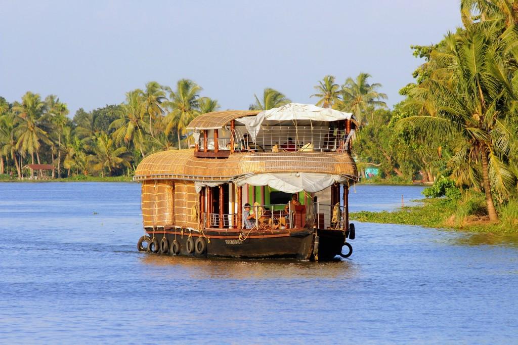 houseboat-kerala-2791119_1920